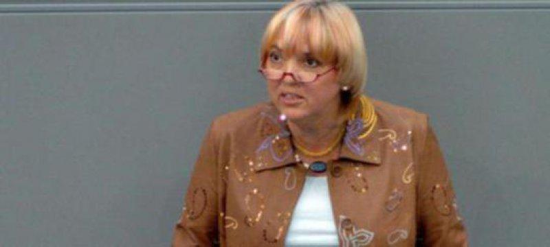 Grünen-Chefin Roth freut sich auf Guantánamo-Häftlinge