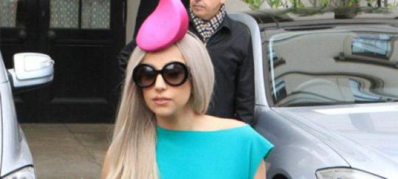 Lady Gaga komplett nackt