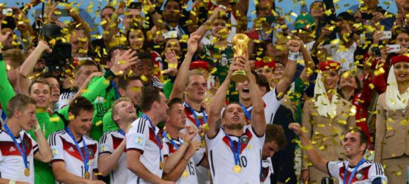 Deutschland bekommt den WM-Pokal am 13.07.2014