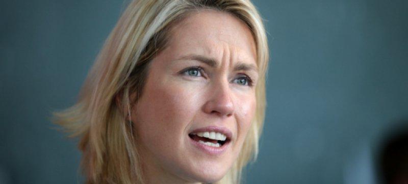 Manuela Schwesig spricht vor Journalisten
