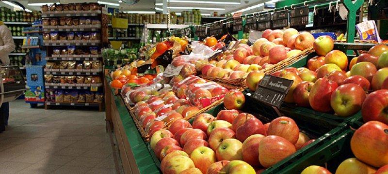 Obsttheke in einem Supermarkt