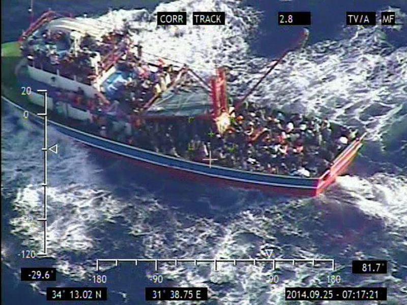 Zyprische Polizei zwingt syrische Bootsflüchtlinge an Land