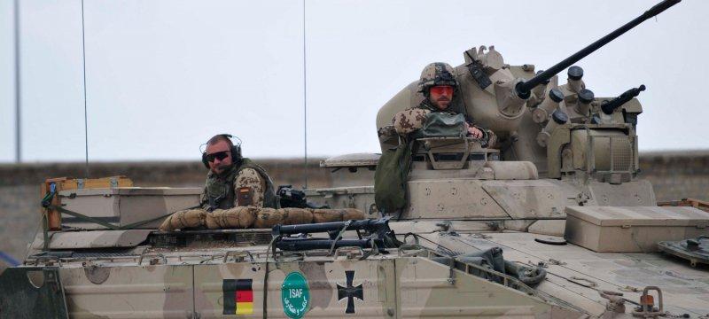 """Bundeswehrsoldaten in Schützenpanzer """"Marder"""" bei Einsatz in Afghanistan"""