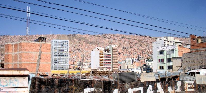 Stromleitung in Boliviens Hauptstadt La Paz
