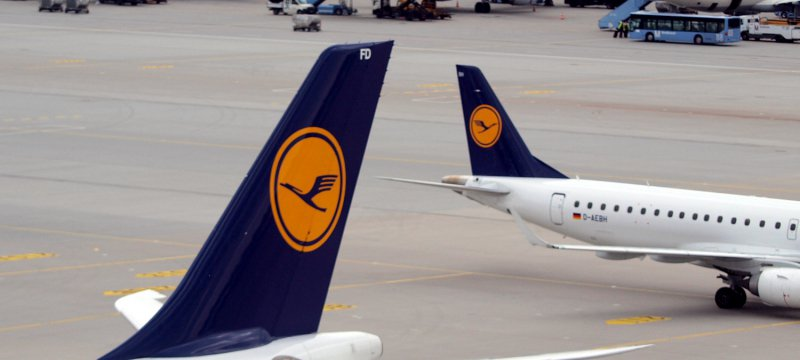 Lufthansa-Maschinen am Flughafen