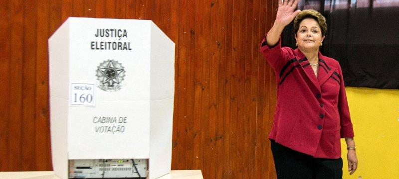 Dilma Rousseff bei der Stimmabgabe