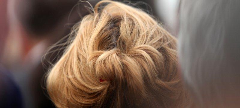 Frau mit blondem Haar