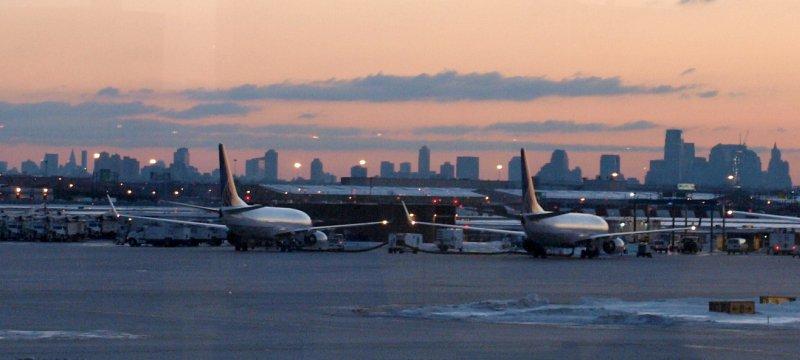 Flugzeuge am Flughafen Newark bei New York
