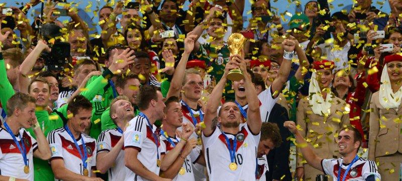Deutschland bekommt den WM-Pokal, 13.07.2014
