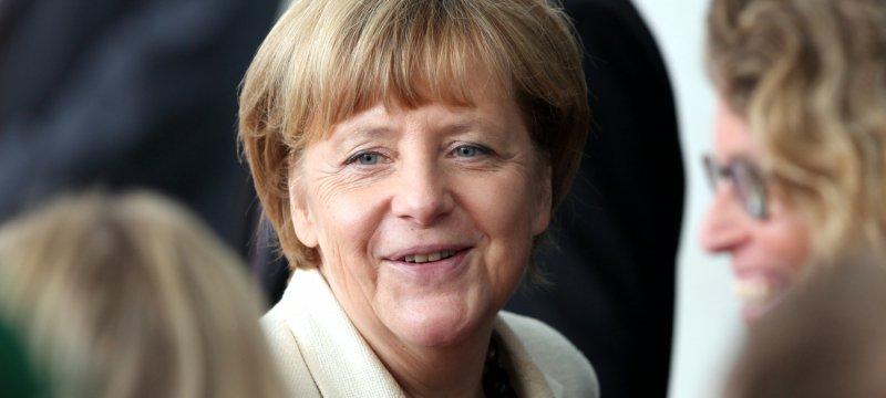 Angela Merkel mit Mitarbeitern