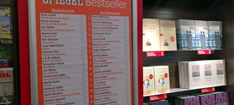 """""""Spiegel""""-Bestsellerliste in einer Buchhandlung"""