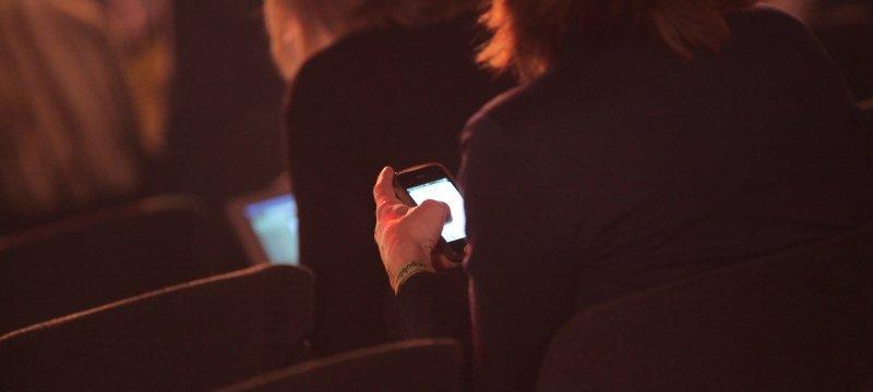 Geschäftsfrauen mit Smartphone