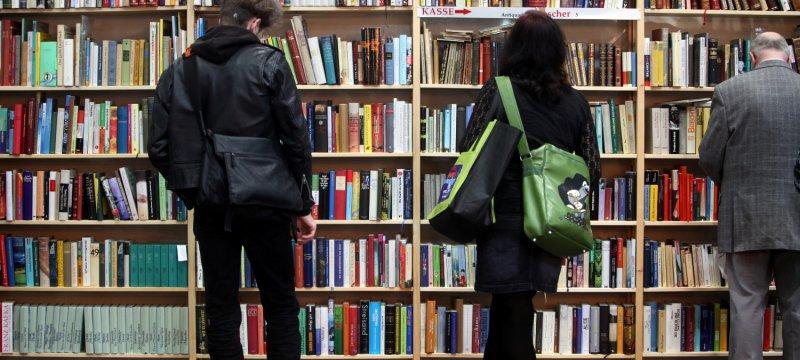 Leser mit Büchern