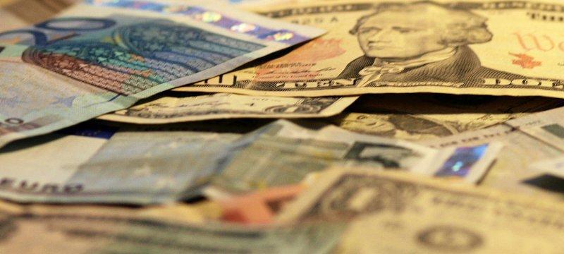 Euro- und Dollarscheine